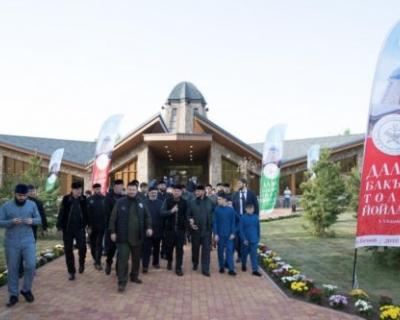 Р.Кадыров принял участие в открытии ряда религиозных объектов Беноя