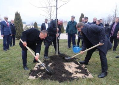 Для участия в открытии здания АО «Чеченгазпром» в Грозный приехал Виктор Зубков