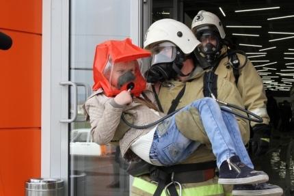 Грозненские пожарные провели учения в крупном торговом центре